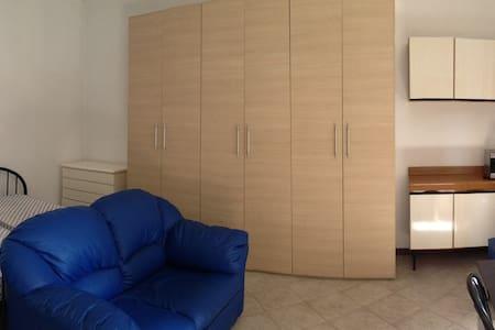 MONOLOCALE CENTRALE IN MELEGNANO - Apartment
