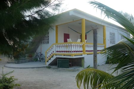 Bay Breezes apt #2, Caye Caulker