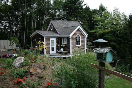 South Shore Quiet Riverside Retreat - House