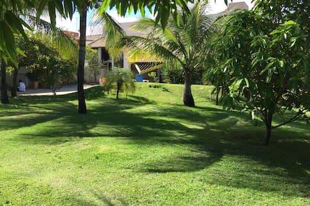Linda Casa de Praia - Guarajuba - House