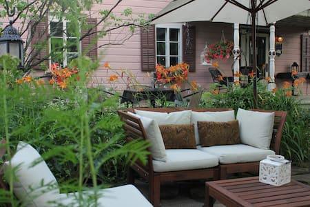 Auprès du Clocher Chambre Jardin (déjeuner inclus) - Bed & Breakfast