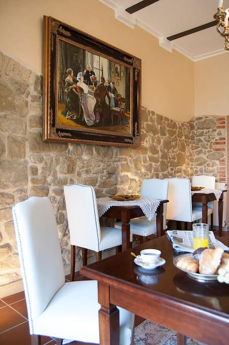 The breakfast room with views of the garden Residenza i Tre Portali Tarquinia
