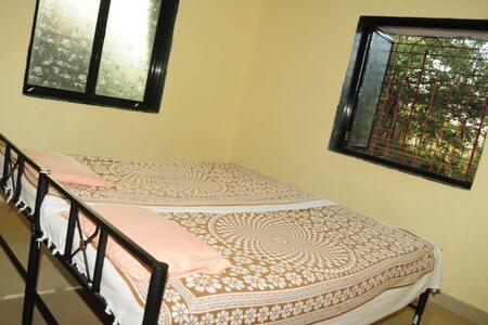 Nice Home Stay near Ratnagiri (Mah) - Shirgaon - Bed & Breakfast