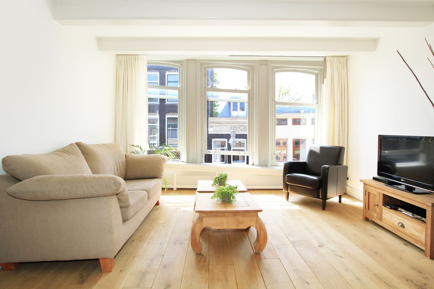 nice bright living room with high windows overlooking the lively street!