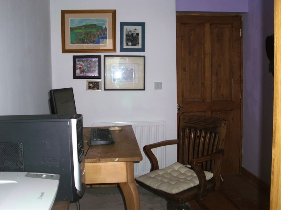 computer and internet access downstairs