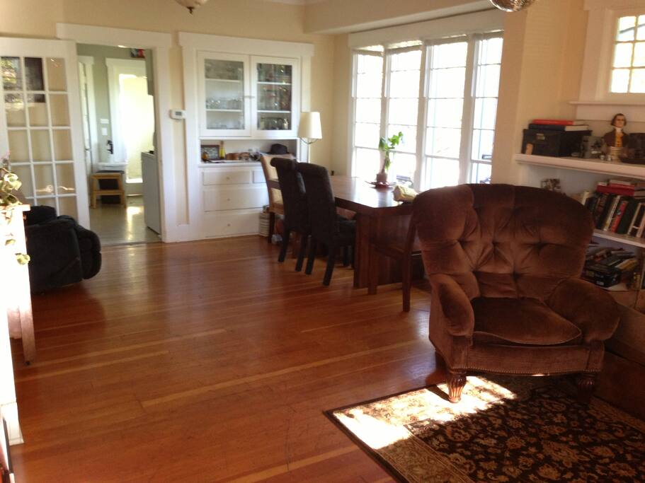 Quiet Greenlake house, large room