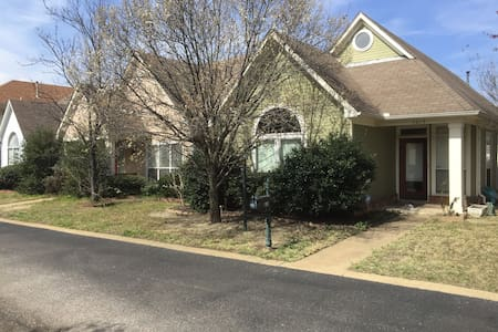 Quiet Mud Island Home, 2 bed 2 bath - House
