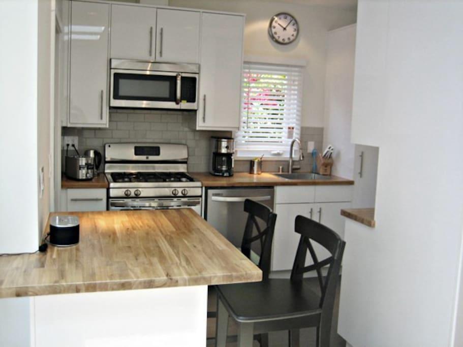 Kitchen & Dinning Counter