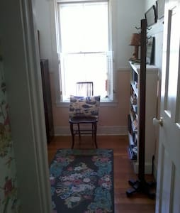 SINGLE BED - GREAT PRICE - HOME - Vineyard Haven - House