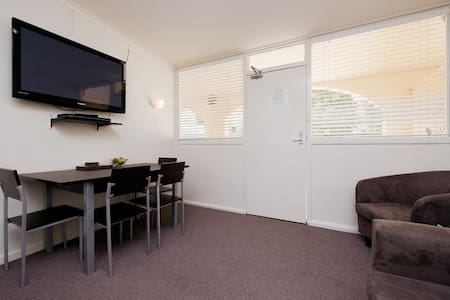 Budget 2 bedroom - Free Parking @ Free Wi-Fi - Apartment