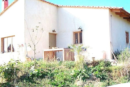 family villa 2300m from the beach - Pteleos