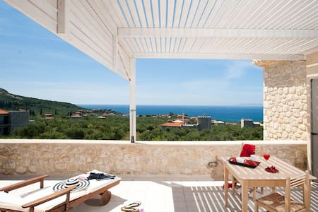 Poliana Estate - Sea view with Pool - Vila