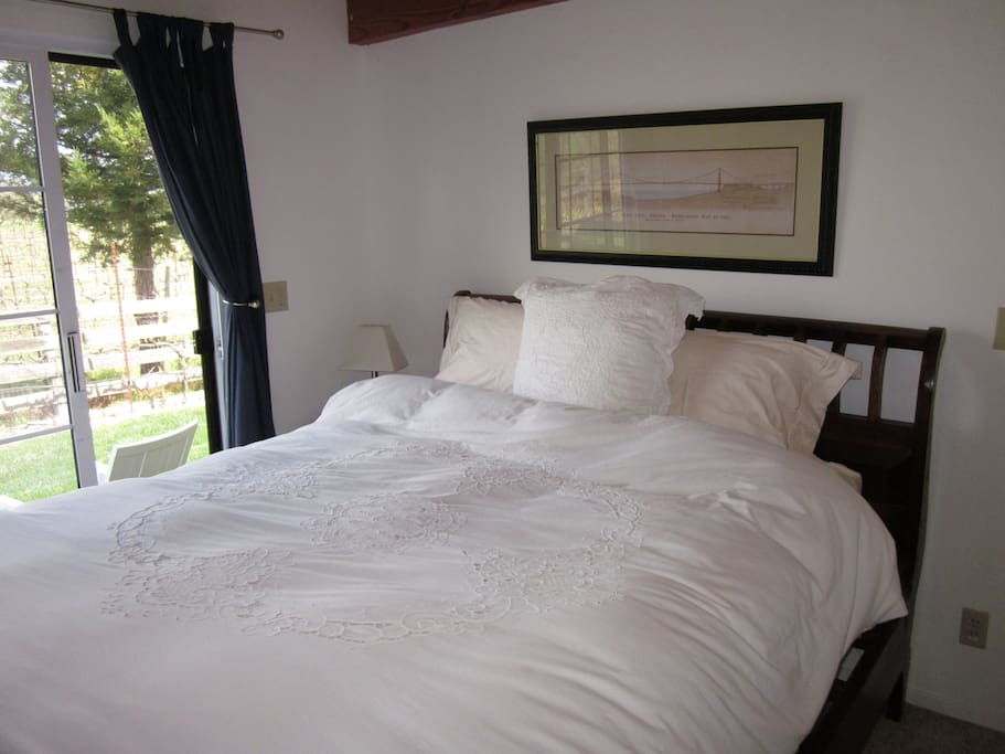 Vineyard Bedroom with private yard in back!