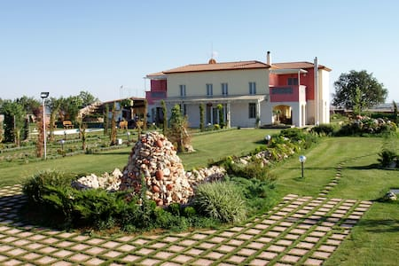 Villa with beautiful courtyard in Kilkis suburbs - Huvila