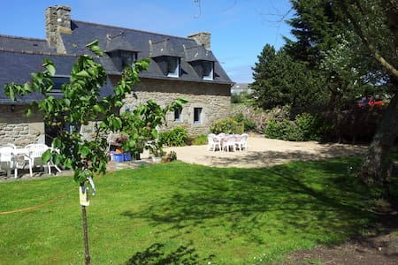Cozy Breton Farmhouse near Meneham - Casa