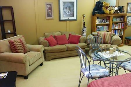 Abigail's Christian Four Season Hostel Suite II - Owen Sound - Appartement