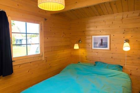 comfortable Cottage in Oostvoorne - Kisház
