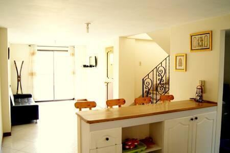 Envigado Room #1  7 NIGHTS = 120USD - Envigado - Bed & Breakfast