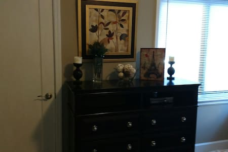 Cozy Bedroom Minutes from Downtown. - West Sacramento - House