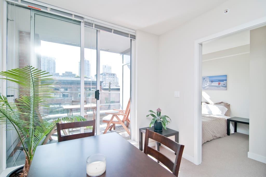 Beautiful natural light shines through from the southern facing unit!