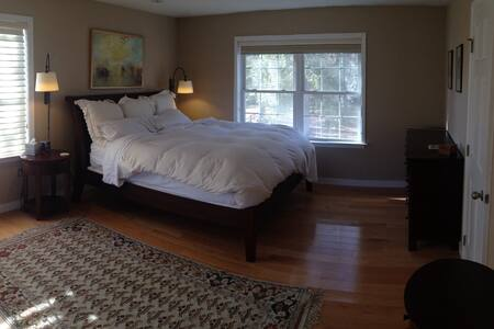 Bedroom with a View of the Lake - Mohegan Lake - House