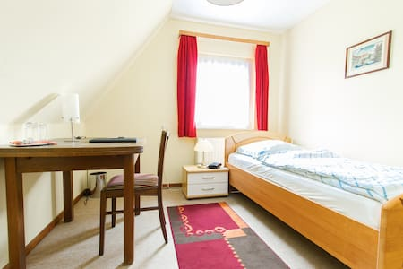 Nice, cosy, sunny & quiet Room for1 - Bed & Breakfast