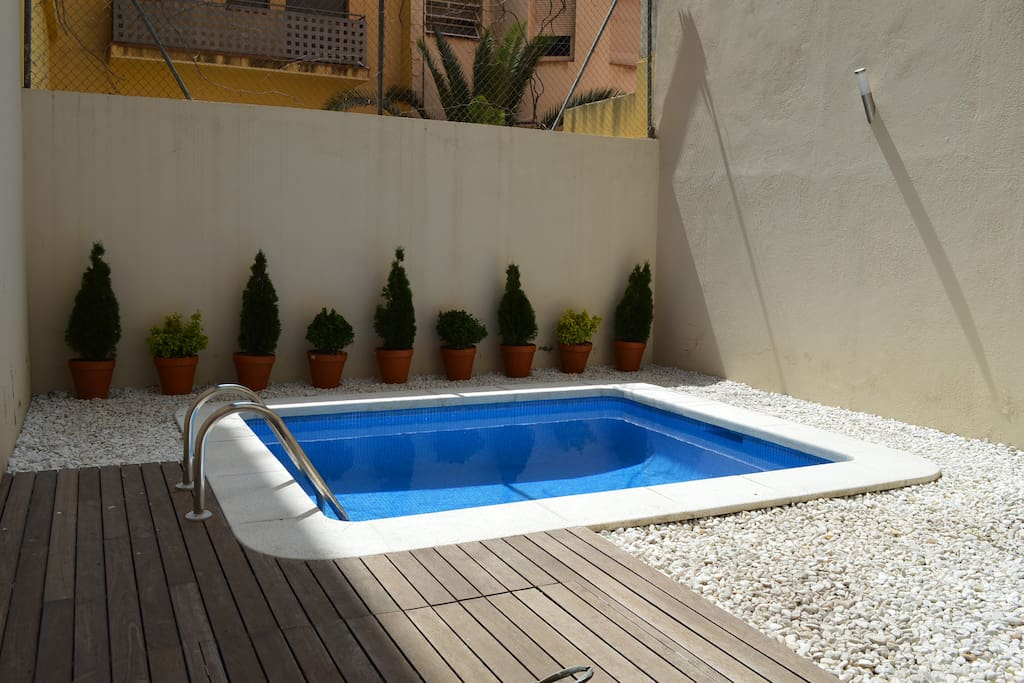 Appartement avec piscine et jardin appartements louer for Appartement barcelone piscine
