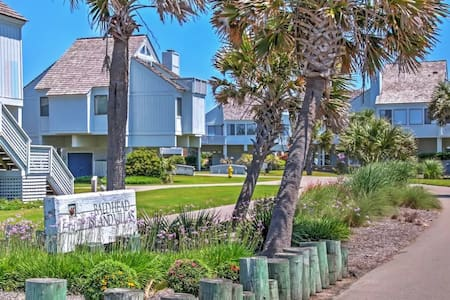 Alluring 3BR Bald Head Island Villa - Casa de camp