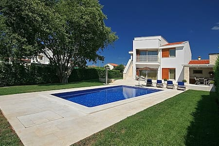 Modern - new Villa Jasna with Pool - Vabriga - Rumah