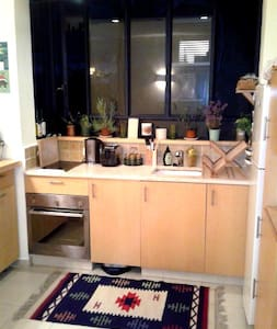 TA Center-1 Min to Beach,Food& Fun! - Tel Aviv - Appartamento