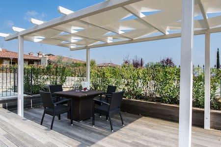 Aeneas A7 - Apt di lusso con piscina sul Garda - Polpenazze del Garda - Lejlighed