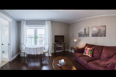 BOOM! ...you're right downtown! - St. John's - Appartement