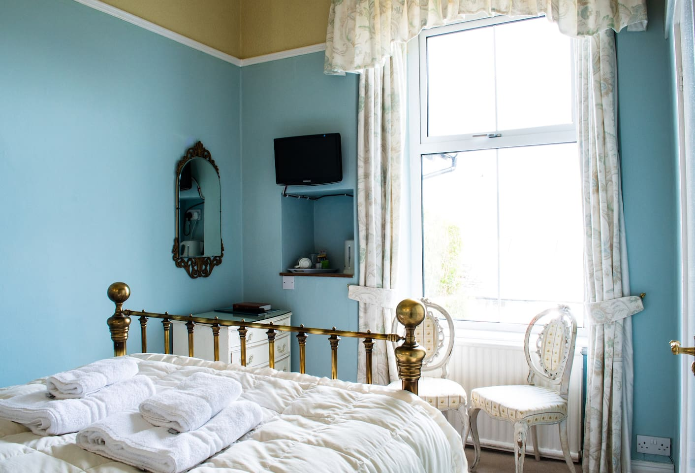 The Blue Room has a very comfortable bespoke pocket sprung bed from the upmarket bed shop, And So To Bed. We only use quality linens, including the expensive (though now defunct) original Dormer bedding.