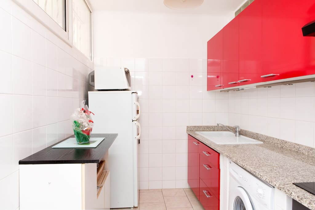 Kitchen, modern and fully equipped (shared)