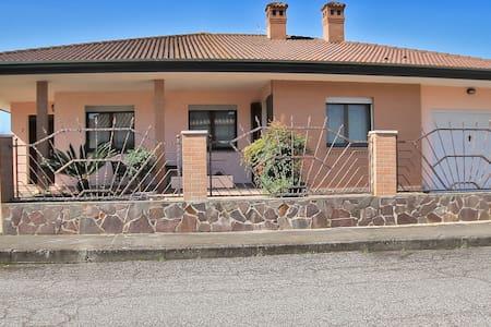 La Casa nel Delta/ STANZA PRIVATA GIALLA - Villa