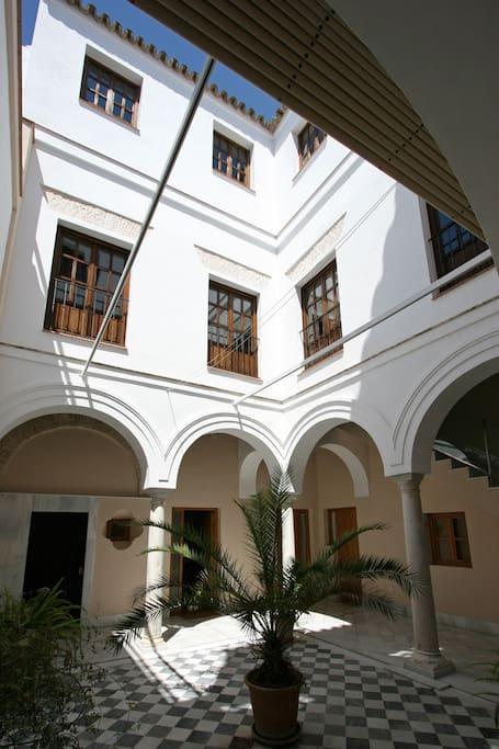 Columns Duplex Seville Old Town 6 p