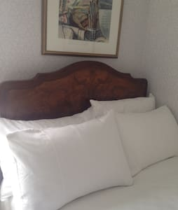Twin room - double & single beds - Belfast - Maison