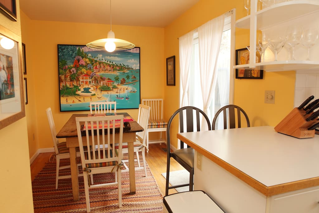 The breakfast nook off the kitchen...bright and colorful!