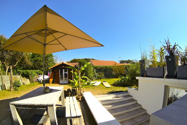 Sunset house, Jardin / Garden with BBQ