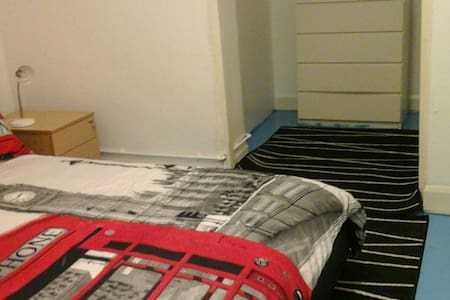 Large spacious room - London - Apartment