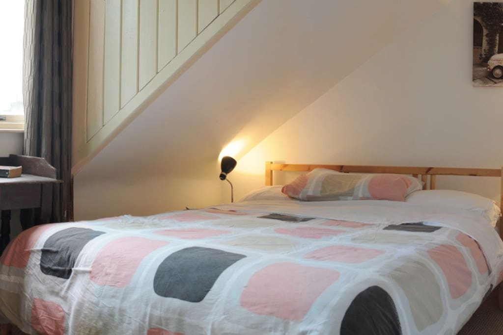Lovely, cosy double room (with a great mattress for a guaranteed good night's sleep!)