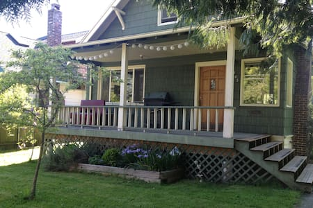 Cozy Old House Near City Center - Seattle - Huis