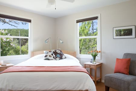 Green Accommodations at Velo B & B - Eugene - Bed & Breakfast