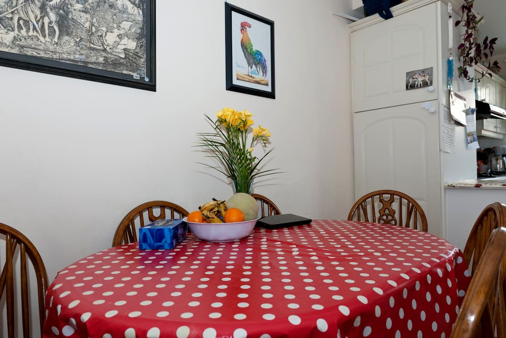 Our dining room table has plent of space, please join us for some helthy and tasty food!