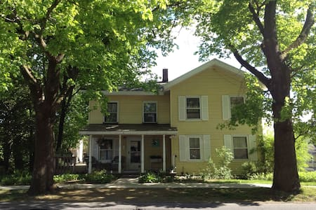 Charming, comfortable 1830's house - Gloversville
