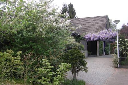 ENSCHEDE, NICE  B&B near golfcourse - Enschede - Vila