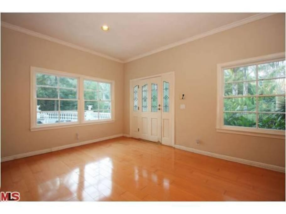 Entire home in Beverly Hills w/Pool