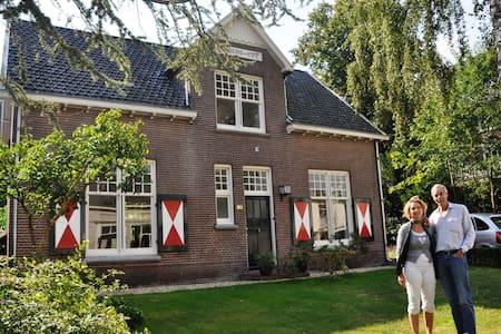 Sunny convenient villa at Nijmegen - Casa de campo