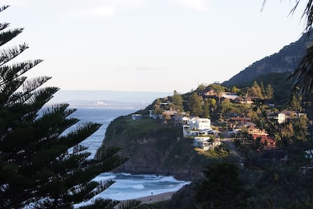 Home close to sea in Stanwell Park - Hus