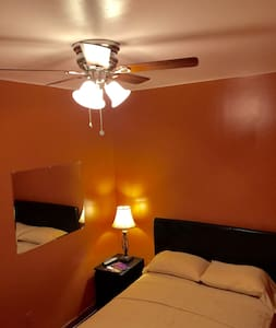 Private Room Minutes from NYC/EWR - House